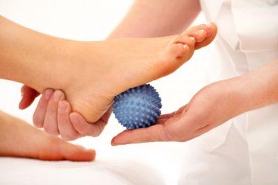 упражнения с мячиком для реабилитации стопы