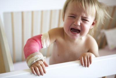 Перелом руки у ребенка