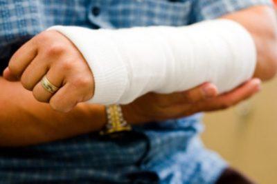бинтовая повязка на руке