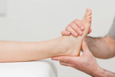 массаж травмированной стопы