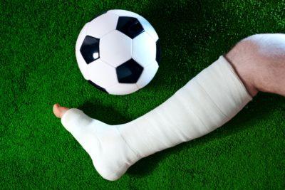 травма в результате игры в футбол