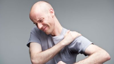 болят мышцы плеча