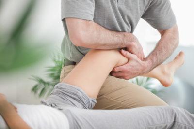 восстанавливающий массаж колена