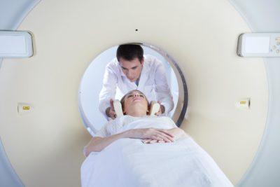 пациент в МРТ аппарате