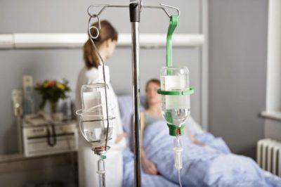 установка капельницы пациенту