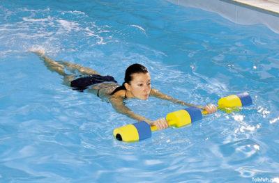 лечебное плавание в бассейне