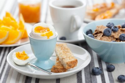 Каша и яйцо на завтрак