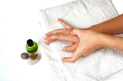 массаж с маслом для рук