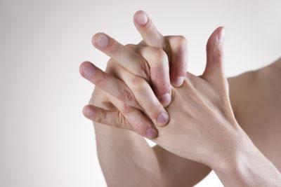 хруст суставами пальцев