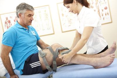 осмотр больного колена