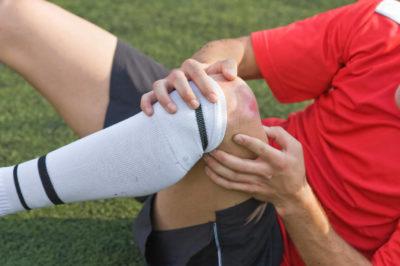 симптомы травмы колена