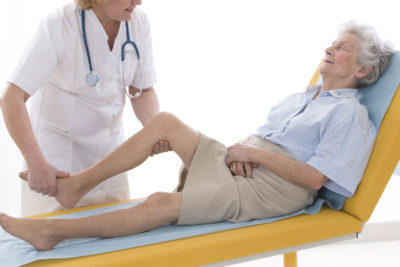 Изображение - Какой врач занимается суставами пальцев profilaktika-prolezhney-massazhem-i-uprazhneniyami-400x267